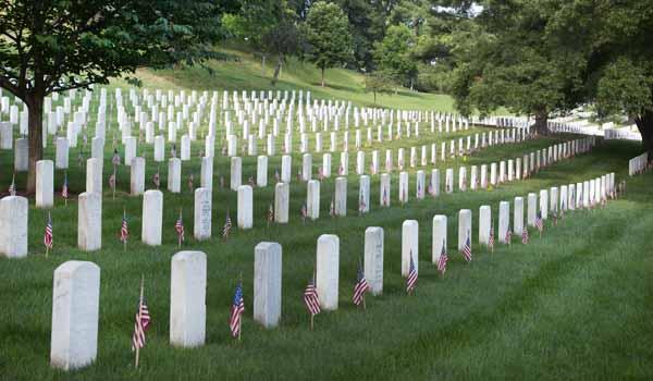 Арлингтонское кладбище в День Поминовения
